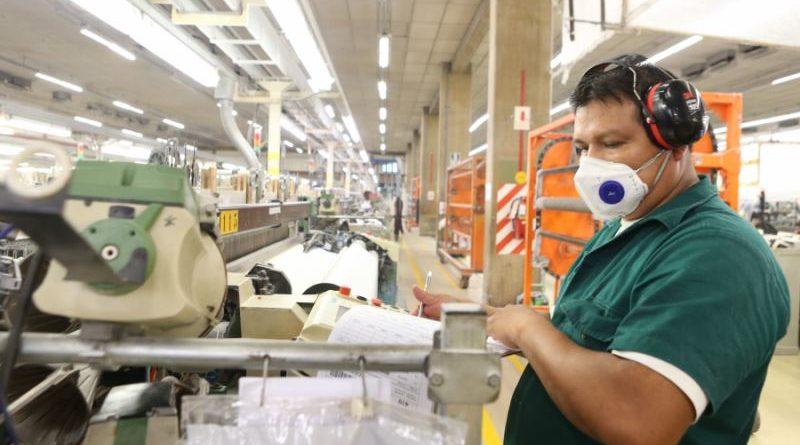 Exigir jornadas laborales y espacios seguros son los desafíos de las empresas para evitar contagios del COVID-19